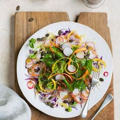 Crunchy summer salad with a balsamic and honey vinaigrette