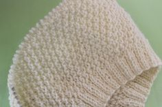 Free knitting instructions for baby hat MATERIAL a ball of wool in the desired color with barrel length 150 m / 50 g, needle size 3 mm. Baby Hat Knitting Patterns Free, Baby Hat Patterns, Knitting Stiches, Knitting Blogs, Baby Hats Knitting, Free Knitting, Knitted Hats, Easy Knit Hat, Knitting For Charity