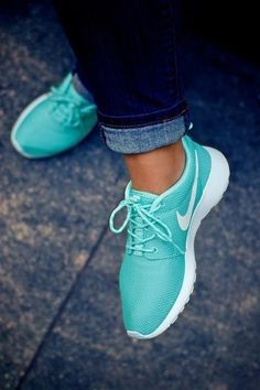 Tiffany Blue Nike Roshes. I NEED these!