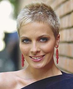 """How to style the Pixie cut? Despite what we think of short cuts , it is possible to play with his hair and to style his Pixie cut as he pleases. For a hairstyle with a """"so chic"""" and pointed… Continue Reading → Short Grey Hair, Short Hair Cuts For Women, Short Hairstyles For Women, Short Hair Styles, Short Cuts, Super Short Pixie, Long Pixie, Very Short Haircuts, Pixie Hairstyles"""