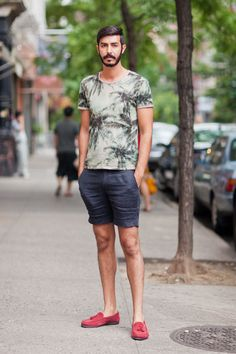 Street Style: Easy Breezy Tropical Graphic Tee and Linen Shorts: The Daily Details: Blog : Details