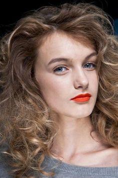100 pomysłów na fryzury dla kręconych włosów - GALERIA