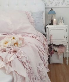 Shabby Chic Interiors, Shabby Chic Bedrooms, Shabby Chic Cottage, Shabby Chic Style, Shabby Chic Decor, Cottage Style, Stay In Bed, Interior Design Tips, Interior Ideas