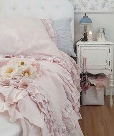Shabby Chic Interiors, Shabby Chic Bedrooms, Shabby Chic Cottage, Shabby Chic Decor, Cottage Style, Stay In Bed, Interior Design Tips, Interior Ideas, Bedroom Decor