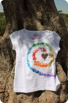 Baby T painted by hand - artesanum com Paint Shirts, Tie Dye Shirts, Tee Shirts, T Shirt Hacks, T Shirt Diy, T Shirt Painting, Fabric Painting, Shirt Designs, Tie Dye Crafts