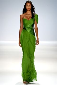 #Emerald #green is the #color of the year, but the shades of green are very numerous on the catwalk.