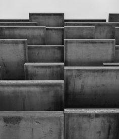 "New York – Richard Serra: ""New Sculpture"" at Gagosian Gallery Through December 2013 Richard Serra, Gagosian Gallery, Concrete Art, Cement, Mood Images, Action Painting, Exhibition Display, Elements Of Design, Process Art"