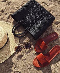 Always beach day in Maui. Beach Essentials, Travel Essentials, Brisbane Beach, Byron Bay, Beach Fun, Beautiful Day, Maui, Summer Vibes, Sunglasses Case
