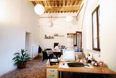 (ndr MATTEO AL FRESCO) Uno degli uffici con vista sul giardino interno @LabideeFabriano