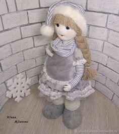Eu Amo Artesanato: Boneca com Perna de Madeira Passo a Passo Barbie Dolls Diy, Diy Doll, Maneki Neko, Christmas Diy, Diy And Crafts, Sculptures, Projects To Try, Teddy Bear, Sewing
