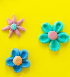 Flourless DIY Play Dough. Fun for the whole family! countrywomanmagazine.com