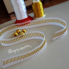Hayırlı günlerdilerim herkese # tatting for beginners Login Needle Tatting, Tatting Lace, Needle Lace, Crochet Scarf For Beginners, Made Of Honor, Types Of Lace, Point Lace, Lace Collar, Lace Making