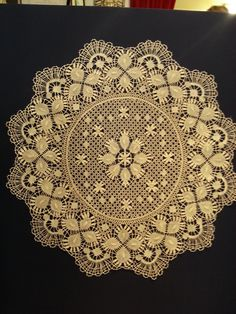 Edging is definitely Cluny. Central section has rose ground, is more like a torchon structure. Bobbin Lace, Decorative Plates, Room Decor, Crochet, Floral, Design, Jewelry, Farmhouse Rugs, Bobbin Lacemaking