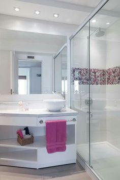 Banheiro Home Interior Design, Interior Decorating, Apartment Color Schemes, Black Decor, Beautiful Bathrooms, Bathroom Renovations, Home Decor Furniture, New Homes, Bedroom Decor