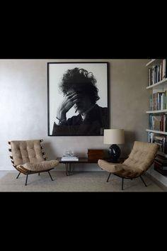 """Poltronas """"Costela"""" de Martin Eisler + foto Bob Dylan por Jerry Schatzberg"""