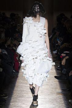 Comme des Garçons Fall 2015 RTW Runway – Vogue