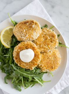 Vegan Crab Cakes Easy Vegan Recipes | www.sweetpotatosoul.com 1 can hearts of palm, drained 1 can chickpeas, drained & rinsed ¼ cup vegan mayo 1½ tbsp old bay seasoning 1 tsp ume vinegar 1 tsp dijon mustard ½ cup panko crumbs + ½ cup more for breading ½ or 1 full bag of arugula 2 tbsp olive oil 1 tbsp lemon juice