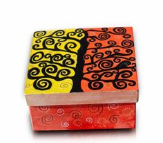 caja cuadrada cartón pintada con acrilicos  caja de cartón,pinturas acrílicas,barniz pintura acrílica,rotuladores acrílicos