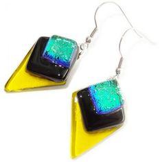 Lange oorbellen handgemaakt van helder geel glas gecombineerd met zwart glas en…