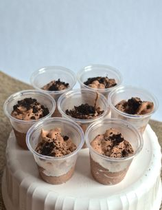 mudslide pudding shots {chocolate pudding with kahula and vodka served with a cookie spoon}