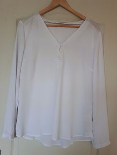 f78278e4352 Blouse blanche manches longues taille 42 - Blouse blanche manches longues.  Col V fermé par