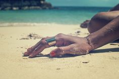 metal ring on beach <3  http://www.cl-mode.com/categorie/bagues/18/cl-mode-bague-plate-large-lisse-or-ou-argent-brillant-yona/178