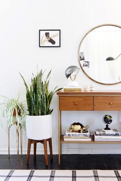 Beachy California entryway: http://www.stylemepretty.com/living/2016/05/06/design-dilemma-try-this-one-home-accessory-that-completes-any-room/ #modernhomedecor