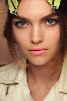 Bold Brow + Pale Pink Pout = Spring