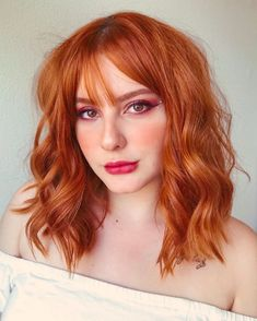 Awesome Chocolate Caramel Hair Color Trends for Women in 2020 Deep Red Hair Color, Light Red Hair, Red Ombre Hair, Hair Color Highlights, Cool Hair Color, Hair Colors, Medium Red Hair, Short Red Hair, Strawberry Red Hair