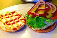 Turkey Burgers ou Burgers de Dinde : Un burger sain? Yes we can !  Retrouvez le recette de ce délicieux hamburger sur americanlife.fr #recetteamericaine #platamericain #recettehamburger #burgerdinde #hamburgerdinde