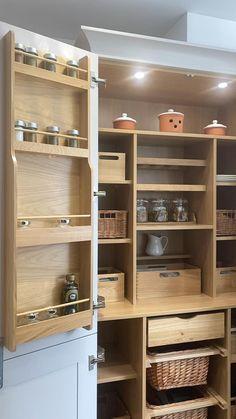 Modern Shaker Kitchen, Modern Kitchen Design, Interior Design Kitchen, Farmhouse Kitchen Decor, Home Decor Kitchen, Diy Kitchen, Kitchen Ideas, Country Farmhouse, Kitchen Pantry Design
