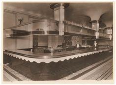Bar, Carlton Hotel, Sydney, 1930's / Sam Hood