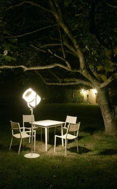 La Lampe Paris LED Solar floorlamp - / Solar Structure : Black - Diffuser : Black by Maiori
