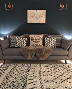 Awesome ways to style your grey sofa in living room 00045 Narrow Living Room, Living Room Grey, Interior Design Living Room, Home And Living, Living Room Designs, Living Room Decor, Interior Livingroom, Front Room Decor, Room Colors