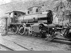 Randsfjordbanens damplokomotiv type 21a nr. 202 på Havnebanen under Akershus før transport sjøveien til Drammen @ DigitaltMuseum.no