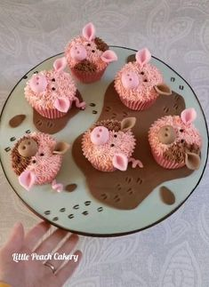 Buttercream and fondant decorated pig cupcakes. Wedding Cupcakes Fondant, Pig Cupcakes, Animal Cupcakes, Custom Cupcakes, Cupcake Cakes, Funny Cupcakes, Fondant Cupcake Toppers, Piggy Cake, Pig Birthday Cakes
