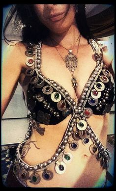Amy Danielson, harness bra by Bold Oracle with Orissa beads, harness with coins and colored glass, antique carved abalone buttons, big Turkoman pendants - info on Amy is at http://www.boldoracle.com/  #tribalfusion