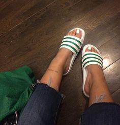 . Sneaker Heels, Shoes Sneakers, Cute Shoes, Me Too Shoes, Adidas Slides Outfit, Summer Slippers, Sexy Toes, Women's Feet, Types Of Shoes