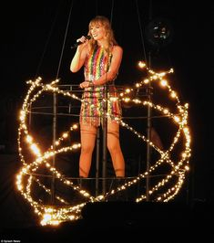 That's one way to turn heads: Taylor floated around on a moving platform which had glittering lights surrounding it in an orb Taylor Swift showed off her lithe legs in three showstopping outfits as she performed in Glendale, Arizona on Tuesday night. Taylor Swift Fotos, Long Live Taylor Swift, Taylor Swift Pictures, Taylor Alison Swift, Taylor Swfit, Taylor Swift Delicate, Taylor Swift Wallpaper, Harry Styles, Swift Photo