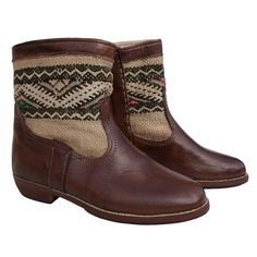 These leather ankle boots are made from Moroccan leather and Berber kilim. The kilim is merino colour with a distinctive zig-zag tribal pattern in black and white, with touches of blue, green and pink. They have a soft leather lining and a leather sole, as well as good grip, to ensure your comfort.  As these boots are hand-made, each pair is unique and you will never find another pair exactly the same. So, if you like these ones, buy them today!  > only one unit available > unique design