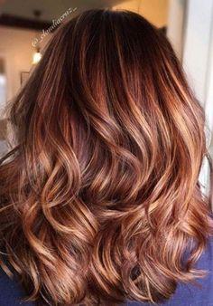 """"""" alt=""""Auburn Hair Color Ideas - auburn hair with highlights,auburn hair color ideas #auburnhaircolor #naturalauburnhair, Fall hair color, auburn hair with caramel highlights"""" #WomenHairColorPink"""