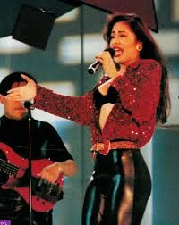 I used to have this picture in a frame when I was a little girl. Selena Quintanilla Perez, Selena And Chris, Selena Selena, Selena Pictures, 90s Inspired Outfits, Clueless Outfits, Cute Costumes, 90s Fashion, Style Inspiration