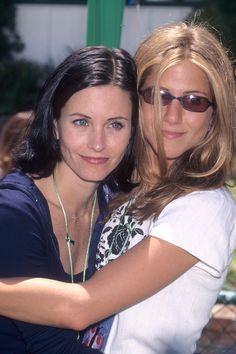 Friends Cast, Friends Show, Friends Girls, Jennifer Aniston Birthday, Jeniffer Aniston, Courtney Cox, 90s Girl, Friends Fashion, Celebs
