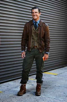 Might be more for guys, but I love vintage-inspired menswear, especially this AVIATOR STYLE.