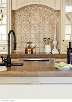 Dress up your kitchen with a tile backsplash. This one features Walker Zanger Duquesa Fatima Ambra Tile, but go with a style that matches your design and budget. Layout Design, Tile Design, Design Ideas, Kitchen Redo, Kitchen Remodel, Kitchen Backsplash, Kitchen Ideas, Backsplash Ideas, Kitchen 2016