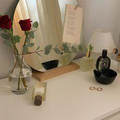 Korean Bedroom Ideas, Aesthetic Room Decor, Room Interior, Interior Goods, Flower Aesthetic, Bedroom Layouts, Photo Wall Collage, Diy Bedroom Decor, Bedroom Desk