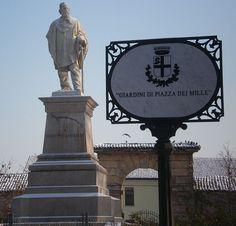 """Praça dos Mil"". Monumento a Garibaldi. Giuseppe Garibaldi. # Mântua, Lombardia. Itália."