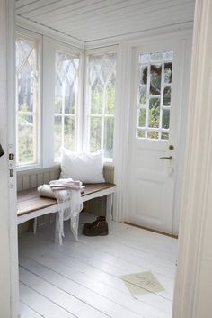 windows, window seat, painted floors, wainscoting on the ceiling All White Room, White Rooms, White Space, White Bedroom, Vibeke Design, Style At Home, Home Fashion, Mudroom, My Dream Home