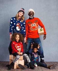 Het hele gezin aan de foute kersttrui! Deze kerst mag alles. Wat doe jij aan? #kerstmis #kerst #kerstdeco #xmas #jumper #rudolph