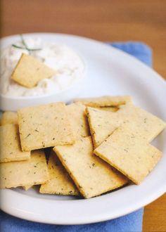 Crackers de hierbas 75gr de harina de almendras 25 gr de harina de coco 1/4 de cucharadita de sal marina 1/4 de cucharadita de pimienta negra 1 cucharadita de especies italianas 1 huevo 1 cucharada sopera de aceite de coco
